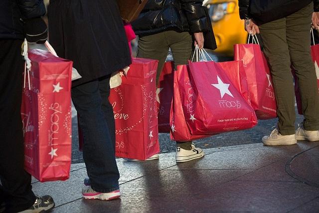 USA: Shopping At Macy's